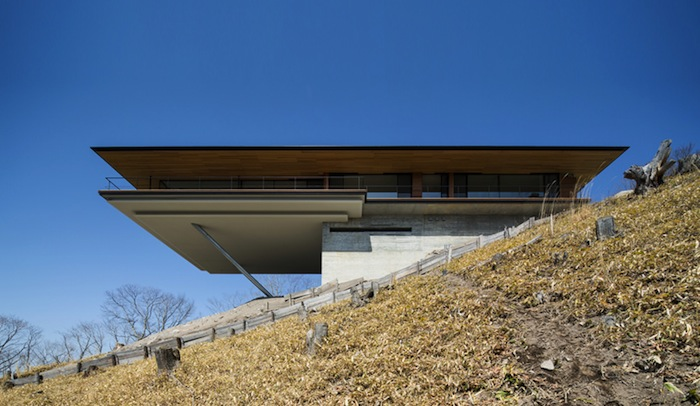 House in yatsugatake bold sculptural mountain home by for Mountain home architects