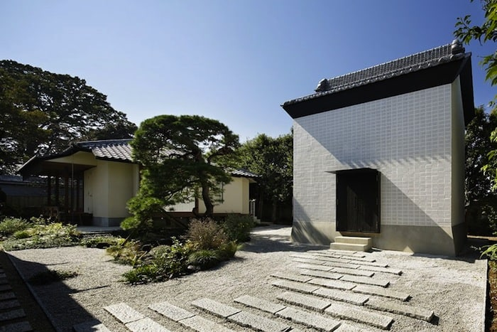 Perforated Brick Walls on a Home by Ryo Matsui Architects homesthetics 1