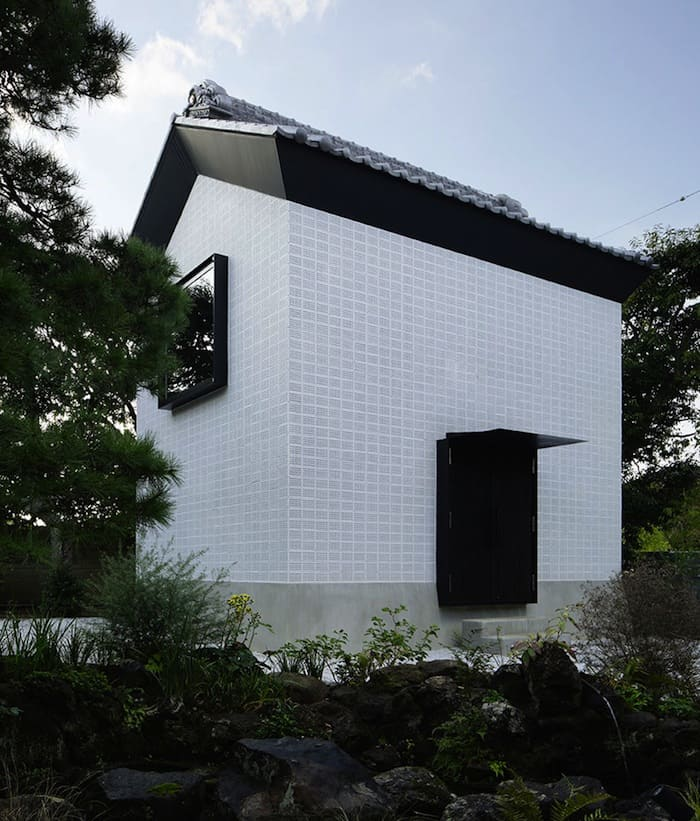 Perforated Brick Walls on a Home by Ryo Matsui Architects homesthetics (2)