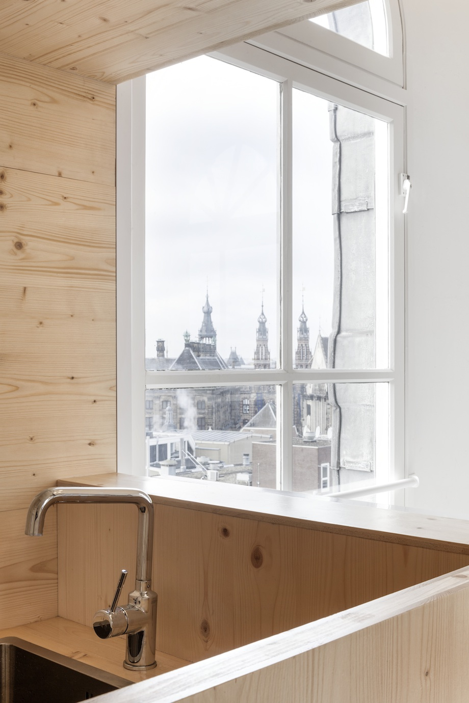 Room on the Roof Installation In The Heart of Amsterdam by i29 homesthetics (9)