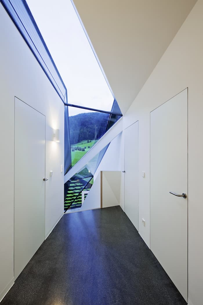 Sculptural Holiday House Nestled in Italy`s Mountains by Plasma Studio (1)