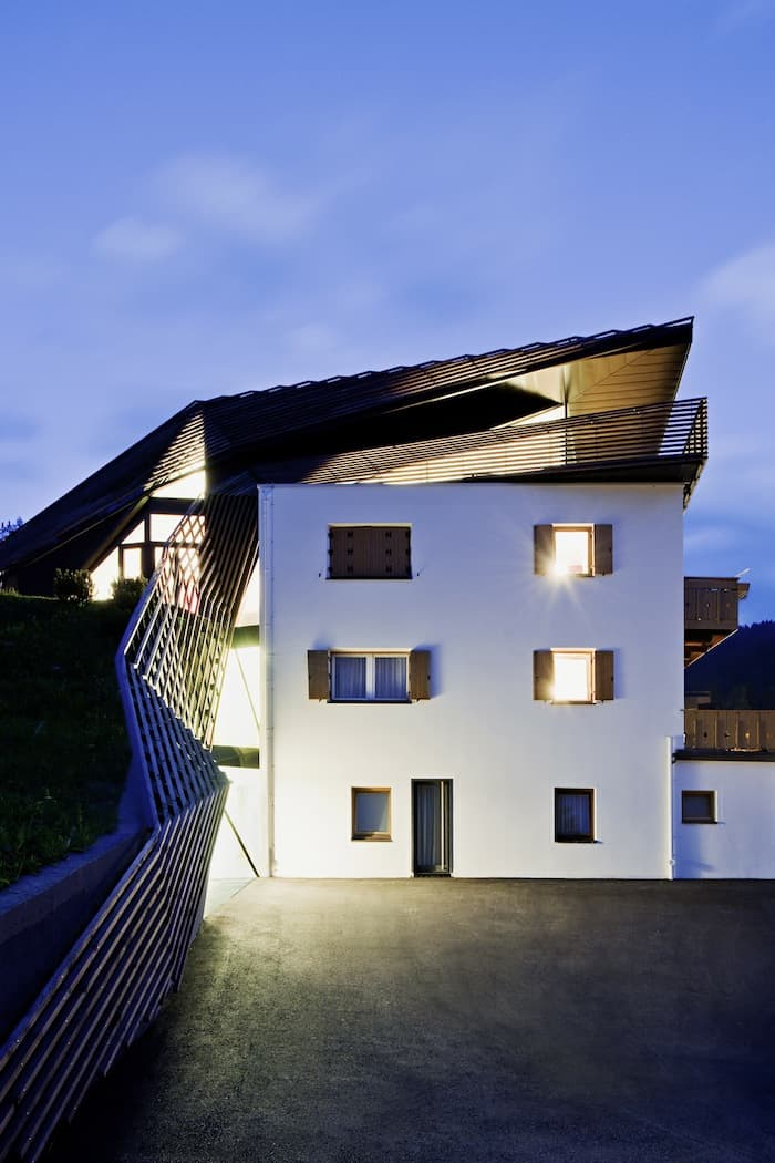 Sculptural Holiday House Nestled in Italy`s Mountains by Plasma Studio (2)