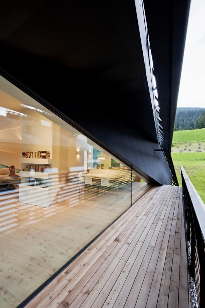 Sculptural Holiday House Nestled in Italy`s Mountains by Plasma Studio (5)