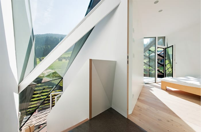 Sculptural Holiday House Nestled in Italy`s Mountains by Plasma Studio (7)