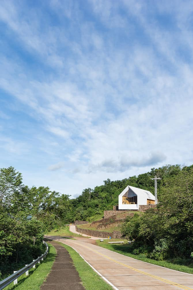 Sculptural Shape in Plane Sight - Chapel In The Forest by Estudio Cella homesthetics architecture (1)