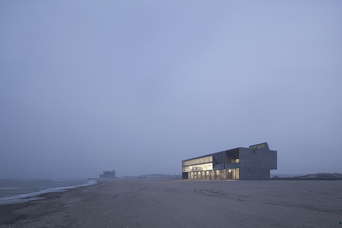 Simple Raw Beauty in a Seashore Library Designed by Vector Architects (12)