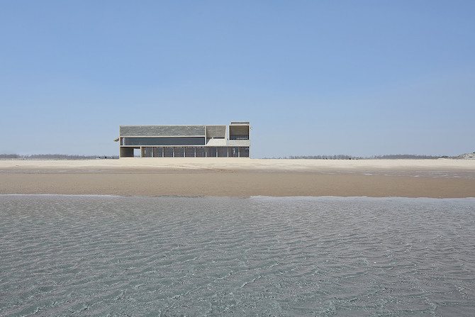 Simple Raw Beauty in a Seashore Library Designed by Vector Architects (2)