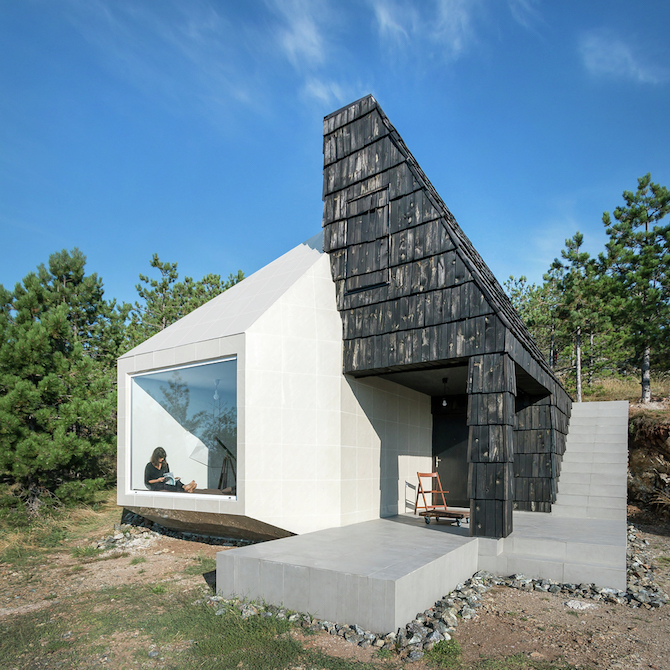 The Assymetrical Divcibare Mountain Home Nestled In Serbia By EXE Studio homesthetics architecture (2)
