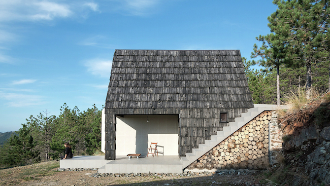 The Assymetrical Divcibare Mountain Home Nestled In Serbia By EXE Studio homesthetics architecture (3)