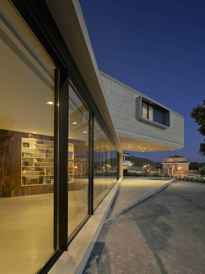 Two Cement Volumes Entitled The Crossed House By Clavel Arquitectos homesthetics architecture (2)
