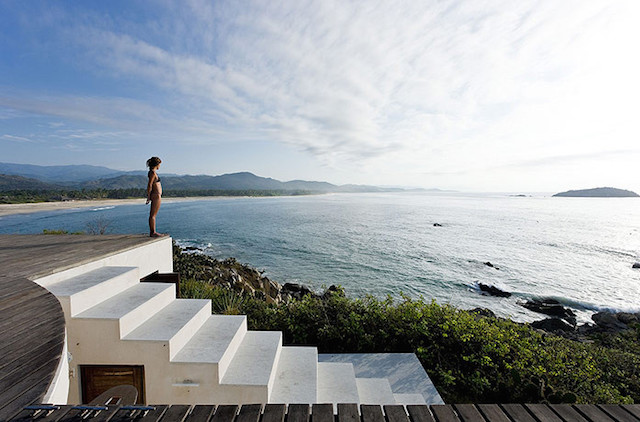 observatoryhouse-Modern Cliff Home With Swimming Pool on the Roof by Gabriel Orozco And Tatiana Bilbao (6)