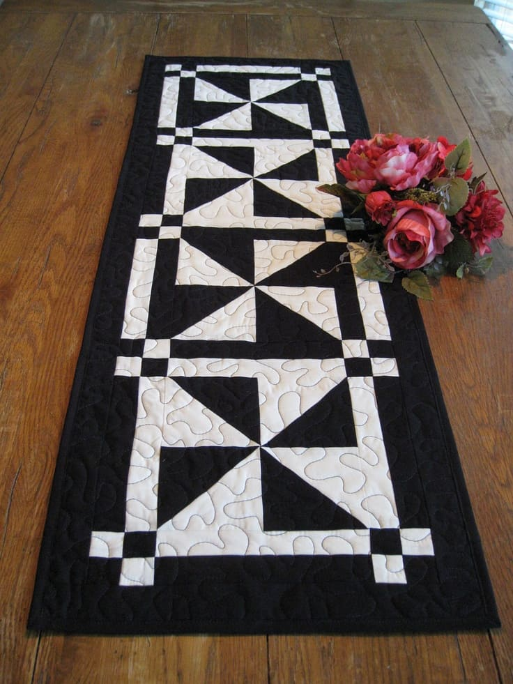 20 DIY Quilted Table Runner Ideas For All Year Round (13)