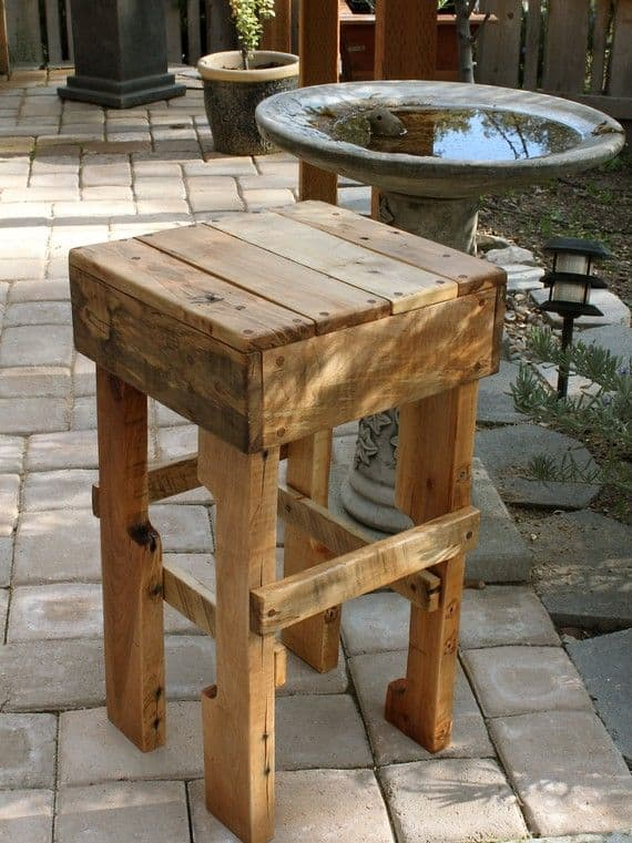 20 Furniture You Can Create Using Old Pallets 16