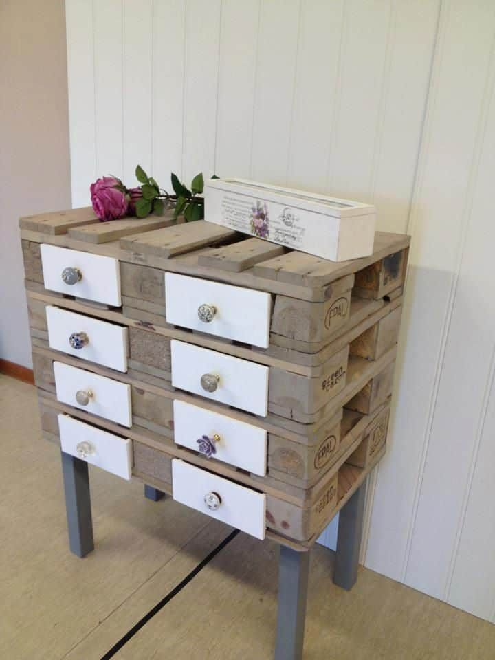 20 Furniture You Can Create Using Old Pallets (2)