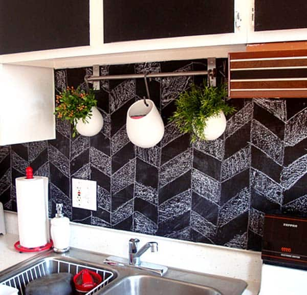 Design your back-splash beautifully with chalkboard
