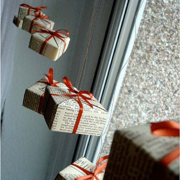 #16 USE NEWSPAPERS TO EMBELLISH PRESENTS ON YOUR WINDOWS