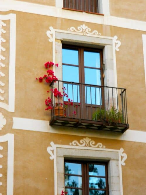 25 Charming Balconies You Will Love To Have Attached To Your Home (20)