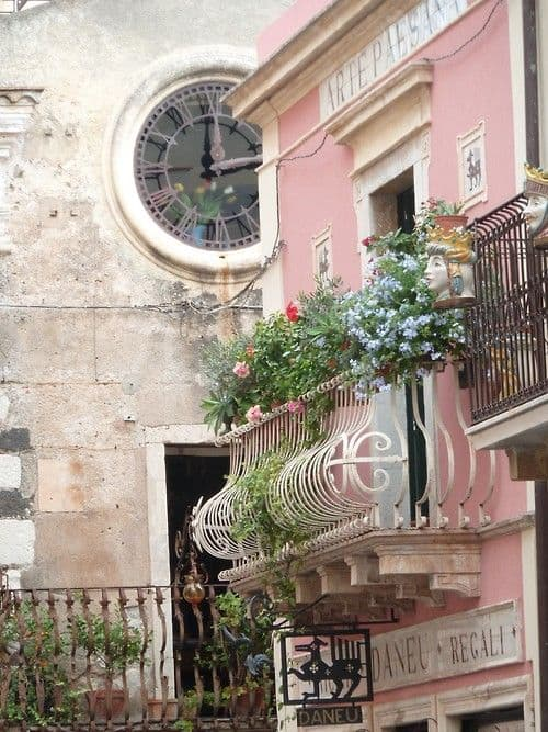 25 Charming Balconies You Will Love To Have Attached To Your Home (24)