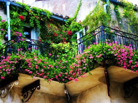 25 Charming Balconies You Will Love To Have Attached To Your Home (4)