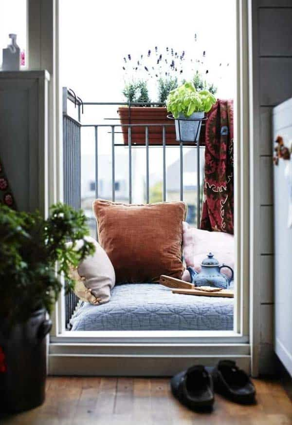26 Small Furniture Ideas to Pursue For Your Small Balcony homesthetics magazine (5)
