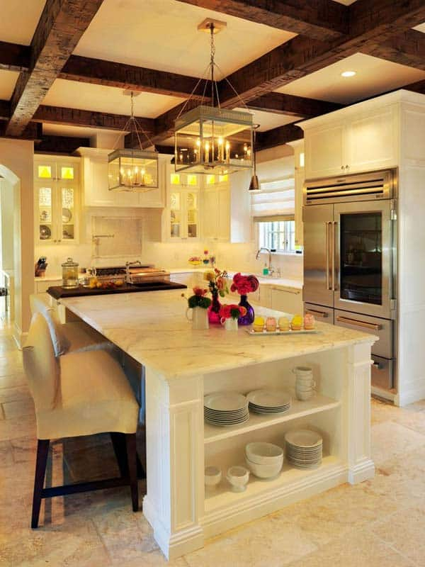 SENSIBLE KITCHEN DECOR EMPHASIZED BY EXPOSED WOODEN BEAMS