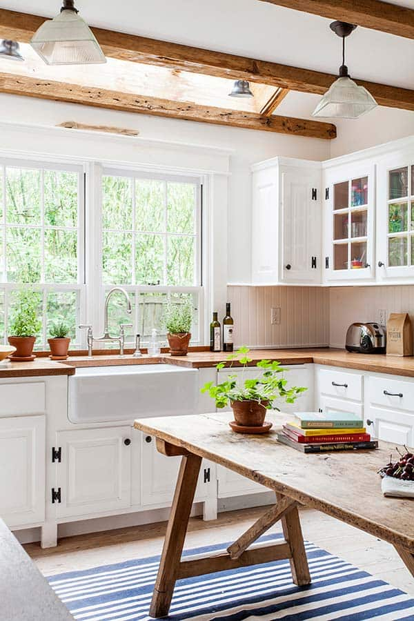 IMPECCABLE KITCHEN DECOR NOURISHED BY LIGHT