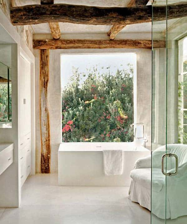 SENSIBLE Bathroom With Raw Wooden Beams And Beautiful View