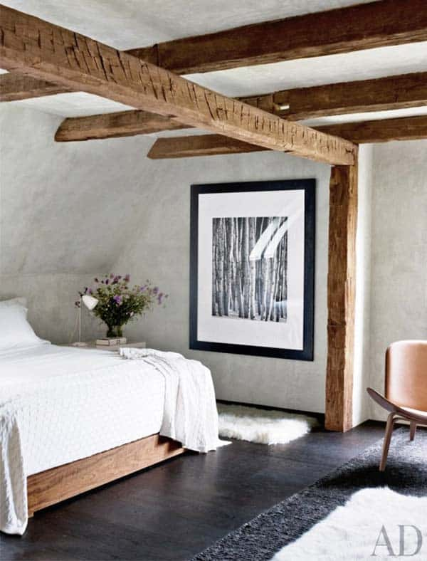 SIMPLE AND PURE RAW BEDROOM IN AN ATTIC