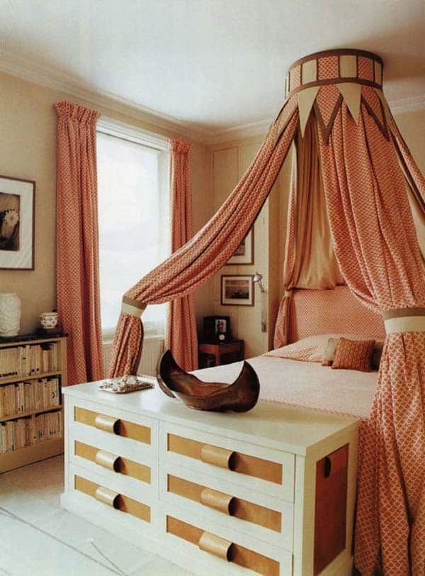 32 super cool bedroom decor ideas for the foot of the bed for Awesome home decor ideas