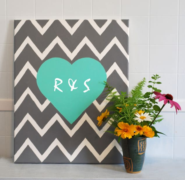 21. A MIXTURE OF A CHEVRON BACKGROUND OBTAINED WITH THE USE IF TAPE AND A CENTRAL BRUSH PAINTED HEART