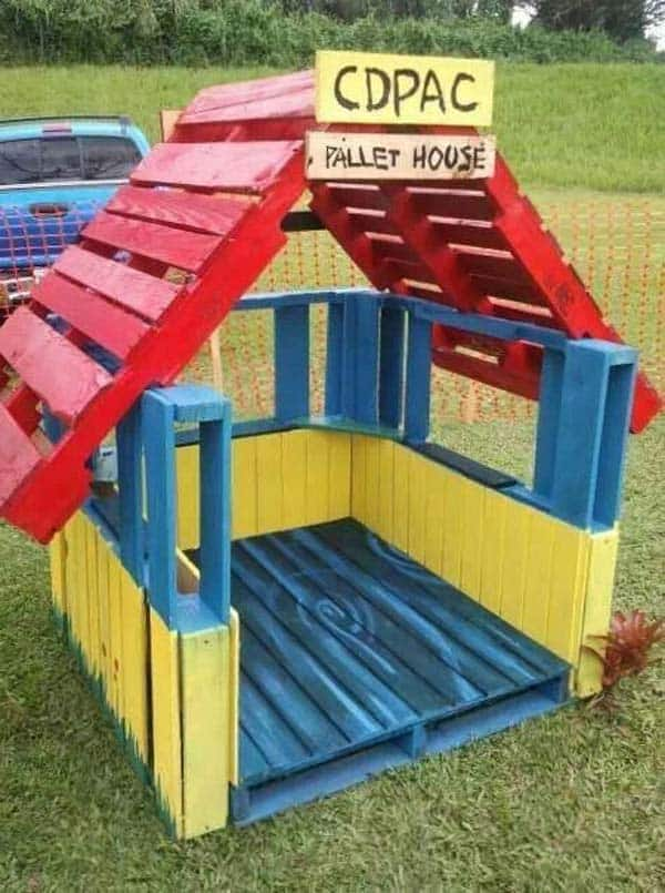 WOODEN PALLET PLAY HOUSE FULL OF COLOR