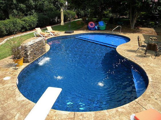 19 Swimming Pool Ideas For A Small Backyard 10