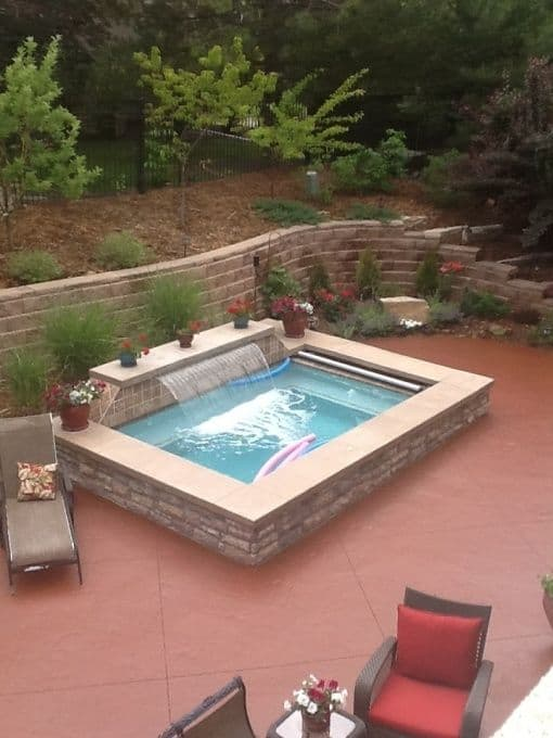 19 swimming pool ideas for a small backyard homesthetics for Domestic swimming pool design