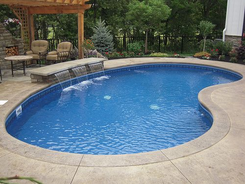 19 swimming pool ideas for a small backyard homesthetics for Garden pool designs