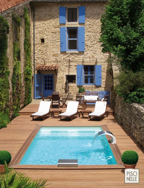 19 swimming pool ideas for a small backyard homesthetics for Cabane de jardin 10m2