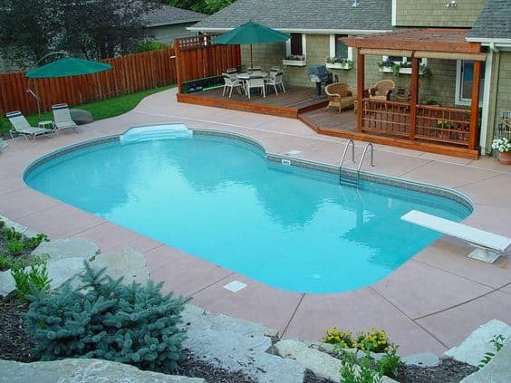 19 swimming pool ideas for a small backyard homesthetics for Backyard inground pool ideas
