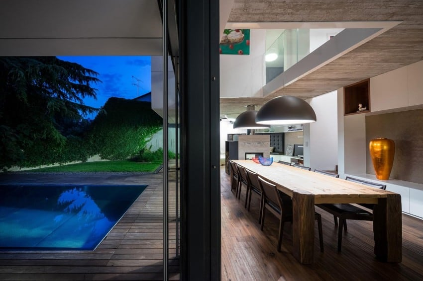 Contemporary Home Sculpted on an Atypical Plot by at26 architectur homesthetics (16)