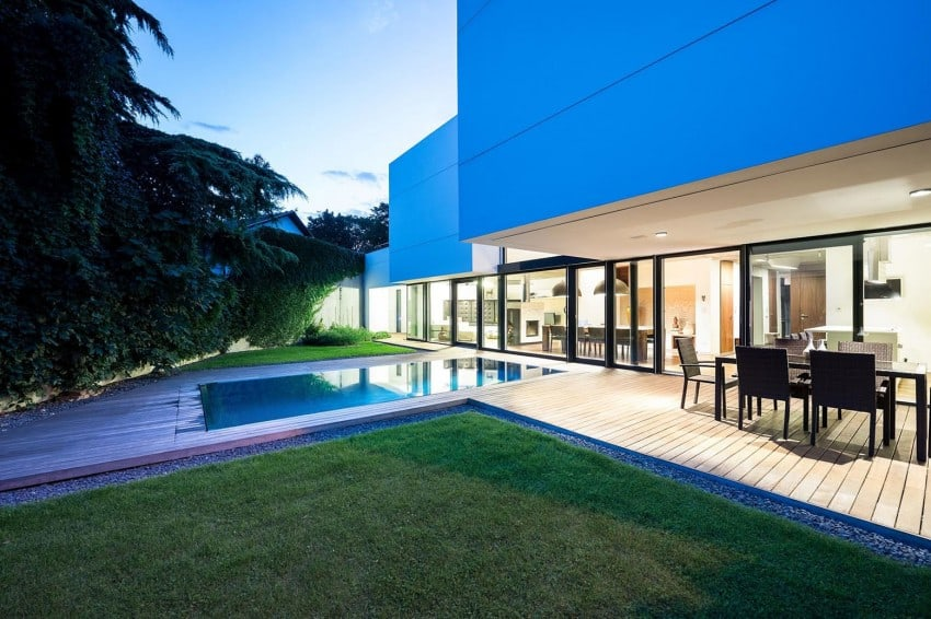 Contemporary Home Sculpted on an Atypical Plot by at26 architectur homesthetics (19)