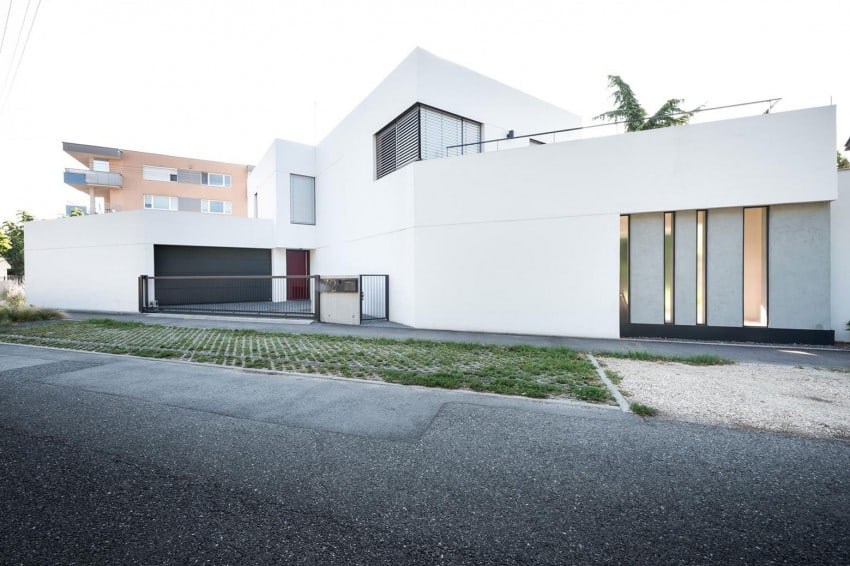 Contemporary Home Sculpted On An Atypical Plot By At26 Architectur  Homesthetics (2)