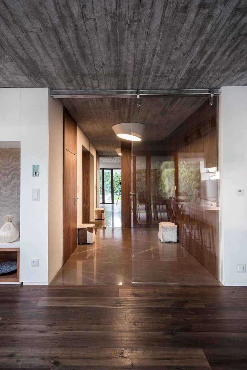 Contemporary Home Sculpted on an Atypical Plot by at26 architectur homesthetics (3)