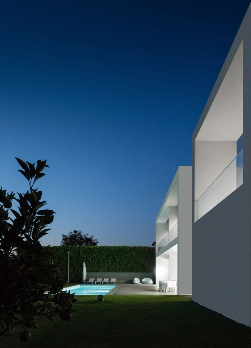 Impeccable Contemporary Home in Vila do Conde by Raulino Silva Arquitecto (20)
