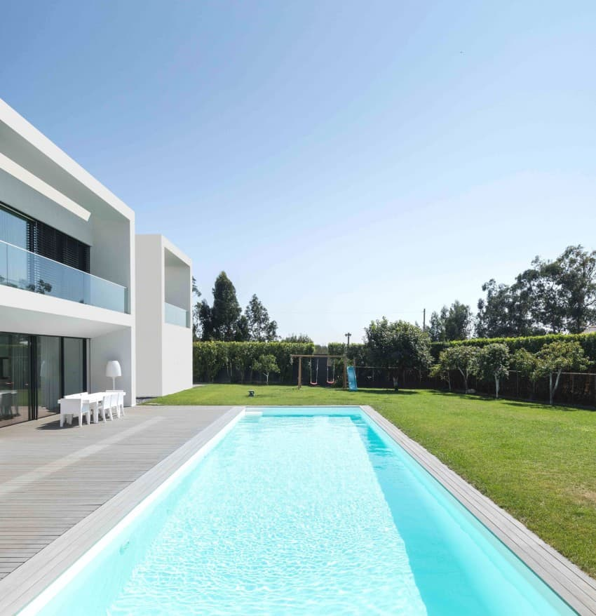 Impeccable Contemporary Home in Vila do Conde by Raulino Silva Arquitecto (3)