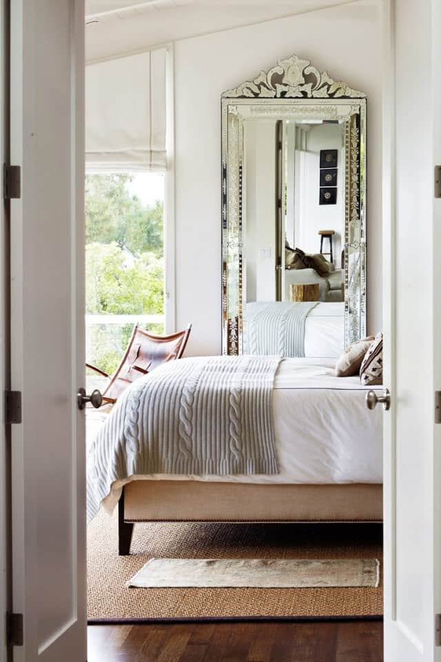 13 tips and tricks on how to decorate a small bedroom - How to furnish a small bedroom ...