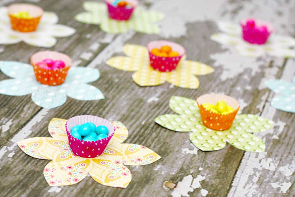 15-easter-candy-flowers-paper-easter-crafts
