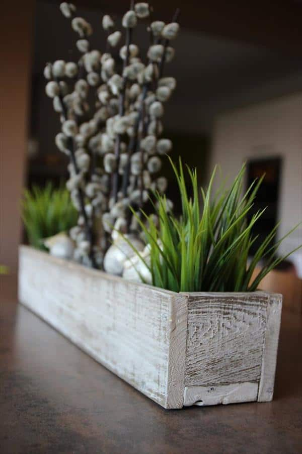 #2. OLD WOODEN PALLET BOARDS ASSEMBLED AS A DINNING ROOM TABLE BOX CENTERPIECE