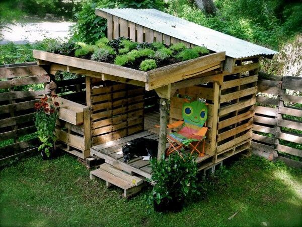 #26. WOODEN PALLET GARDEN SHED