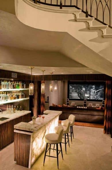 Etonnant Movie Theater And Game Room With Billiards And A Wet Bar.