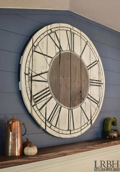 ELEGANT NAVY WOOD CLOCK