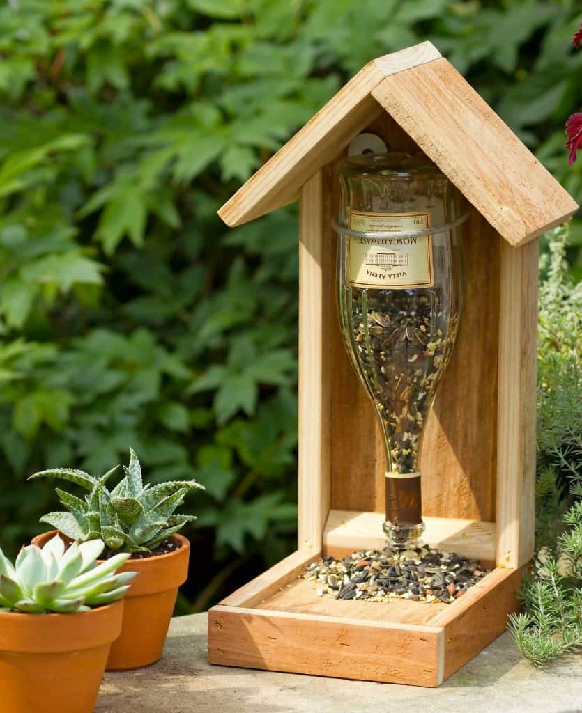 wINE AND WOOD BIRD FEEDER