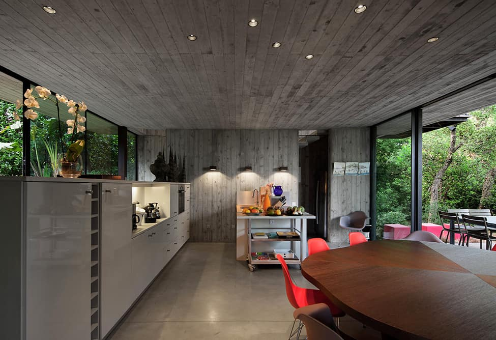 Bold Concrete and Glass Composition in a Private Saint-Tropez Residence (11)